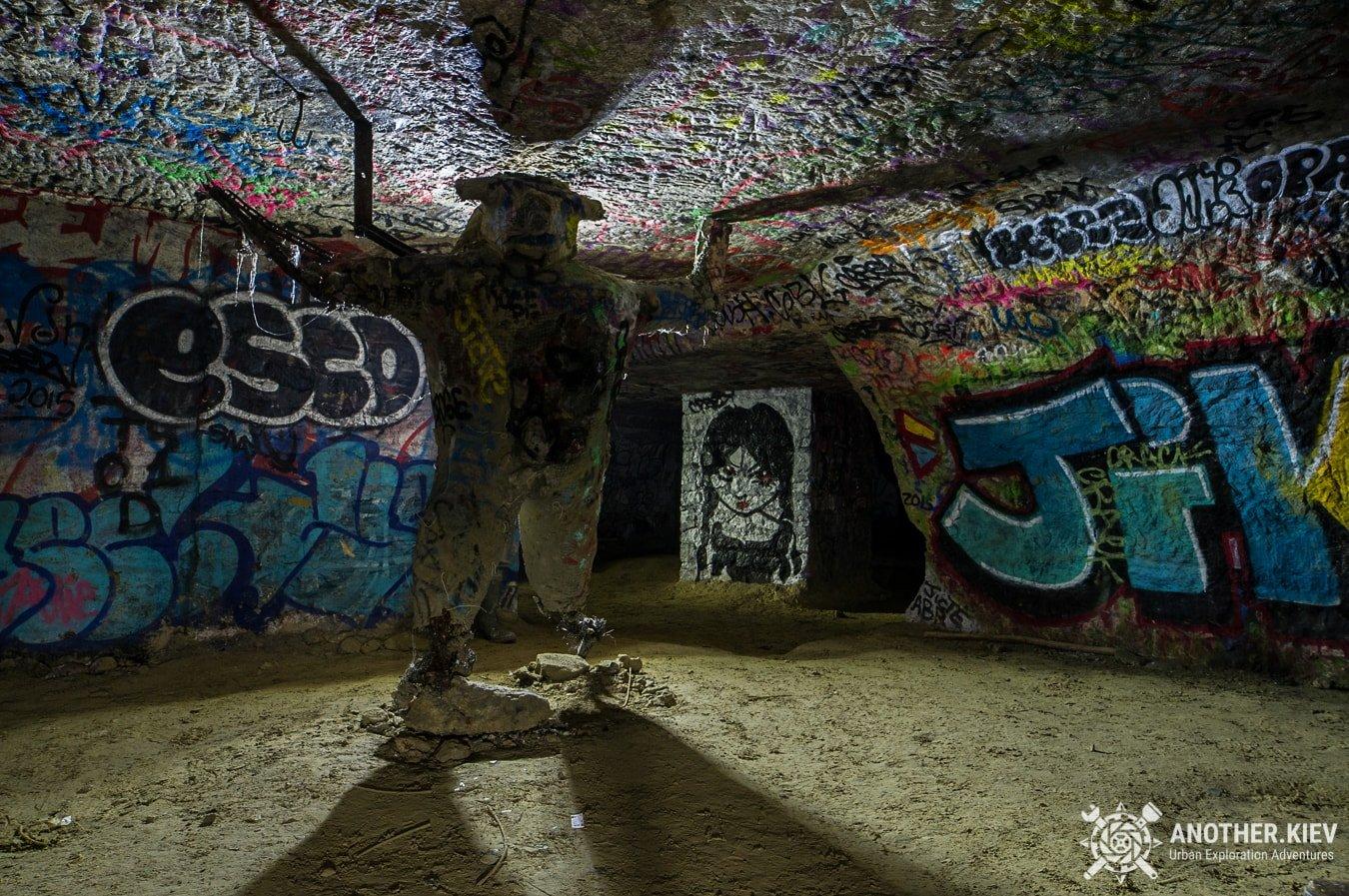 paris-catacombs-dark-urbex-tour-underground-monmartre PARIS CATACOMBS DARK TOUR
