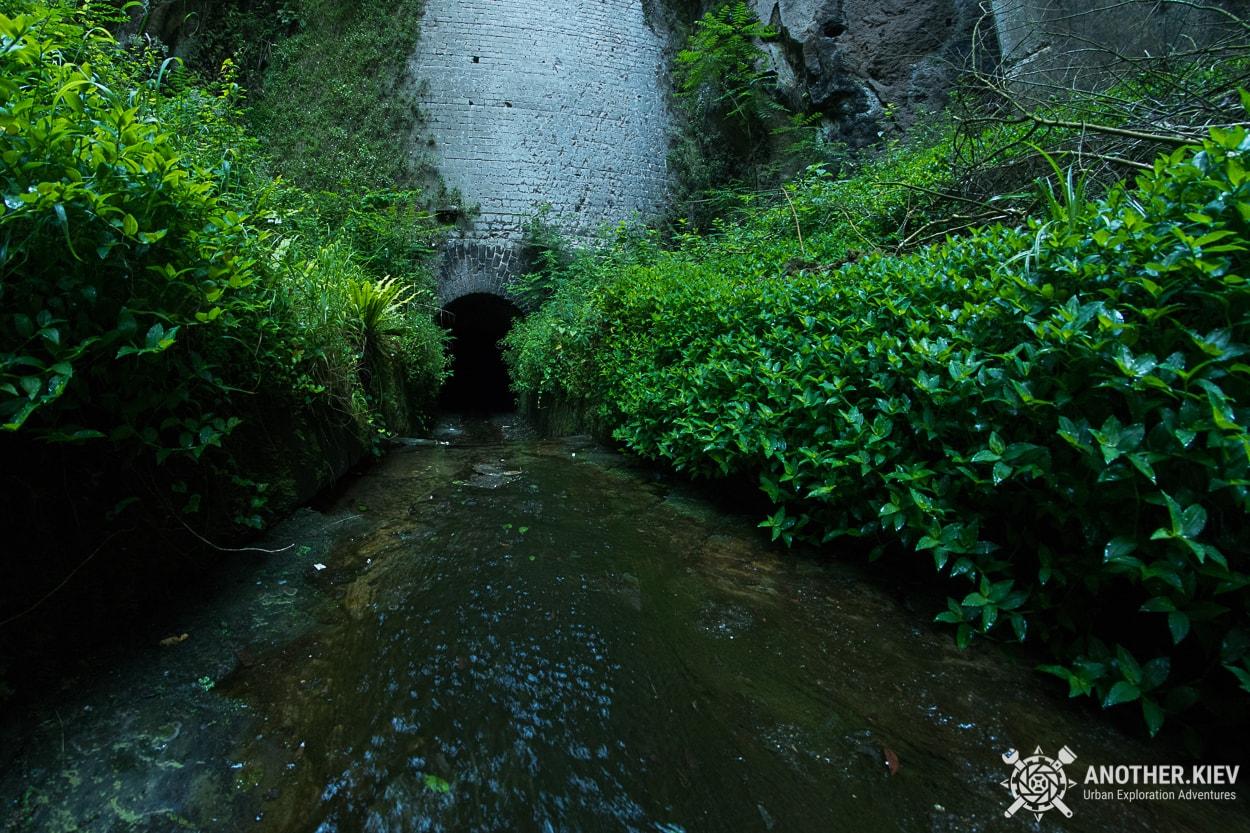 underground-tunnel-sorrento-river1 Затерянный Мир в недрах городка Сорренто. Италия