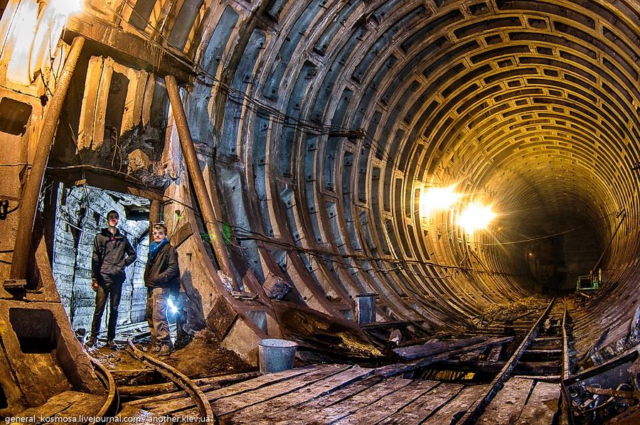 osnovnoj-blok-bunkera-i-sezd-v-bokovuyu-shtolnyu Командный бункер Киевского метрополитена