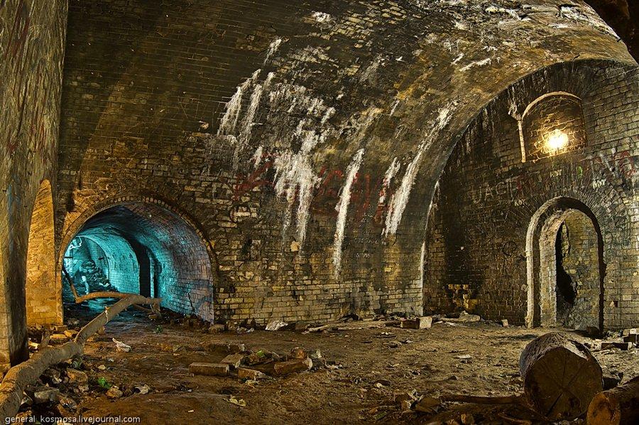 Зал в нижней стенке Зеленого Театра