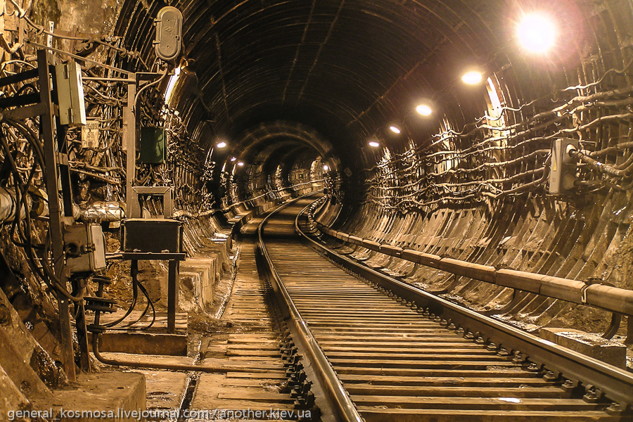 По туннелям Харьковского метро.