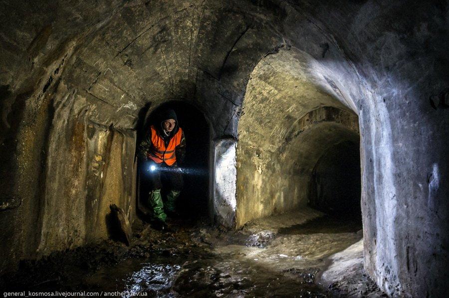 Экстремальные экскурсии по подземельям Киева в компании с опытными диггерами.