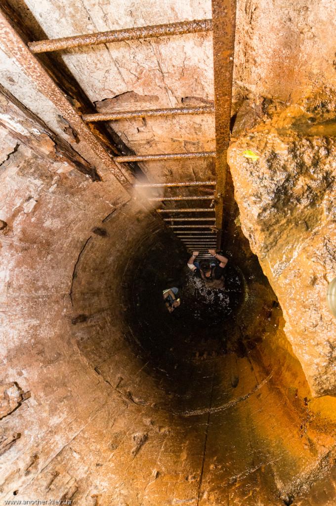 Подъем на второй этаж в подземельях Никольской