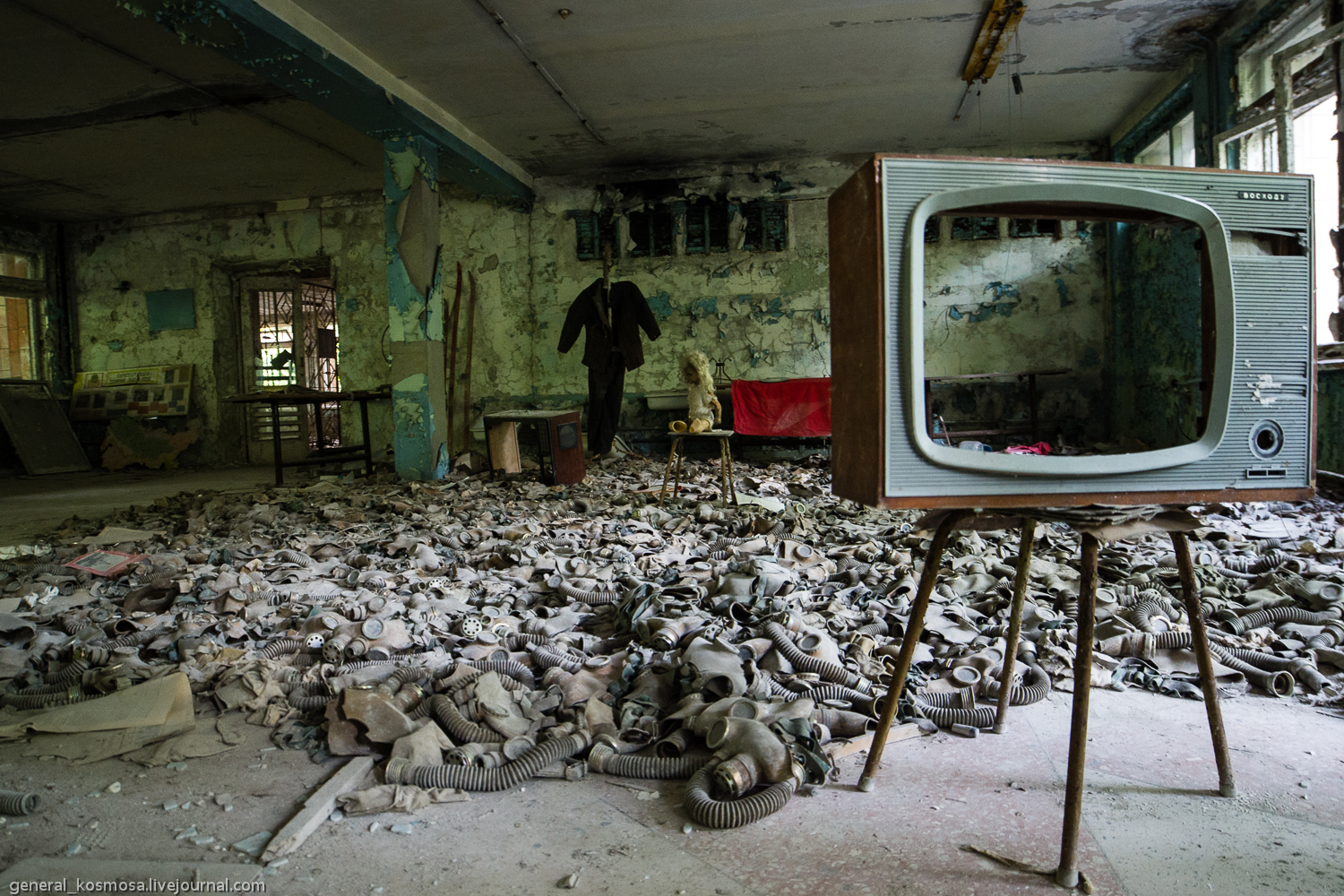 _igp1356 ILLEGAL TOURISM: CHERNOBYL ZONE BY STALKER'S EYES