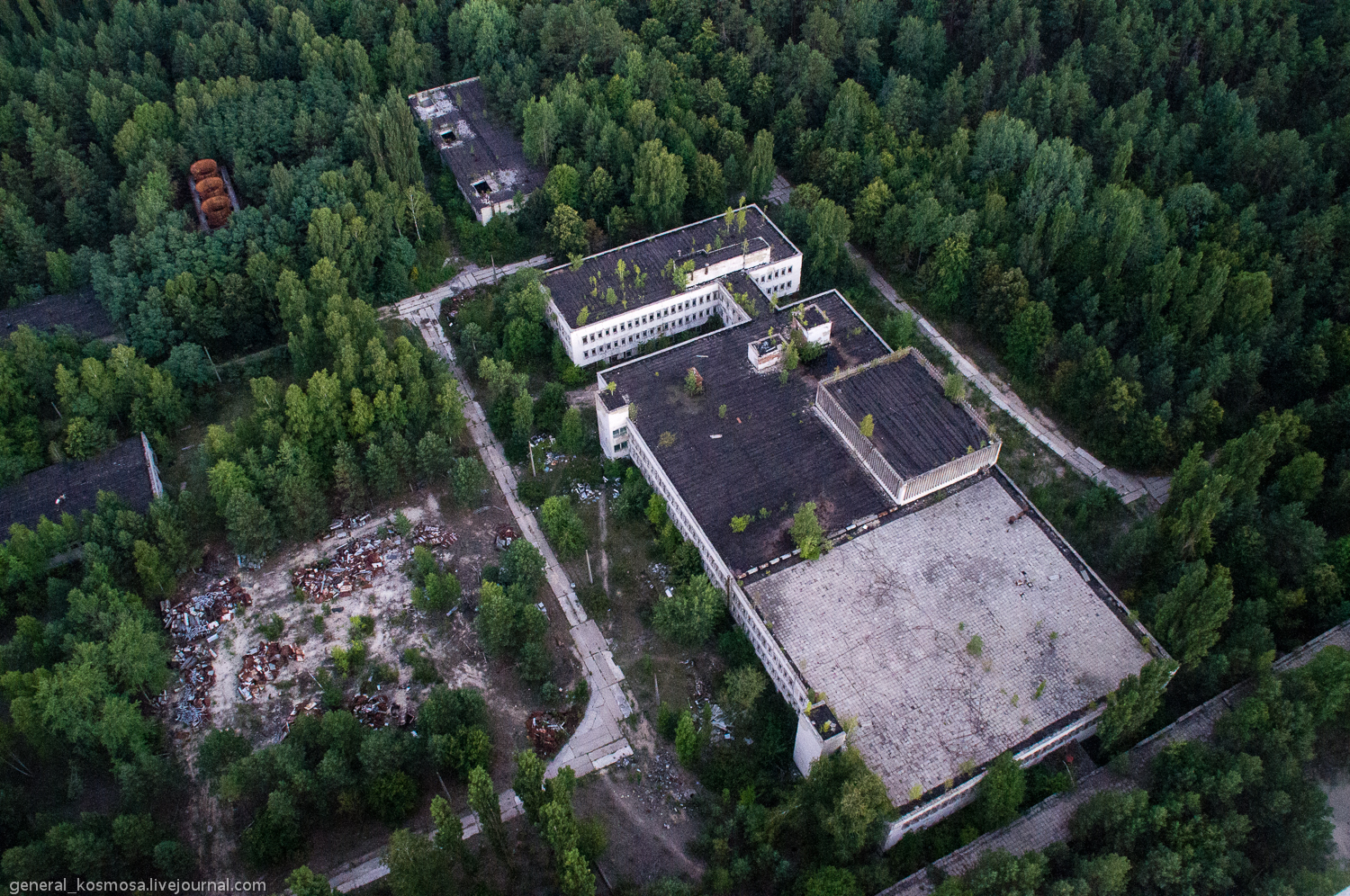 _igp1473 ILLEGAL TOURISM: CHERNOBYL ZONE BY STALKER'S EYES