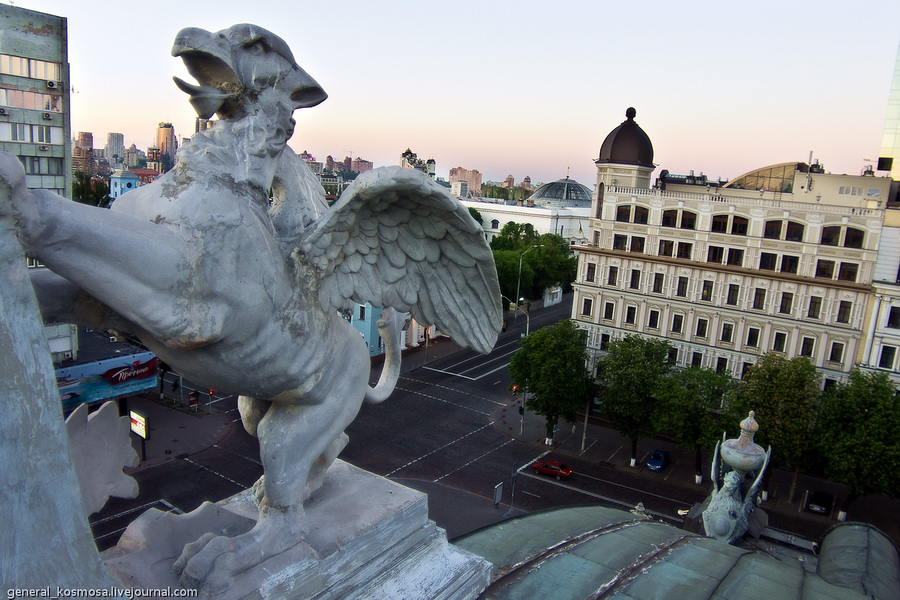 На крыше национальной оперы украины