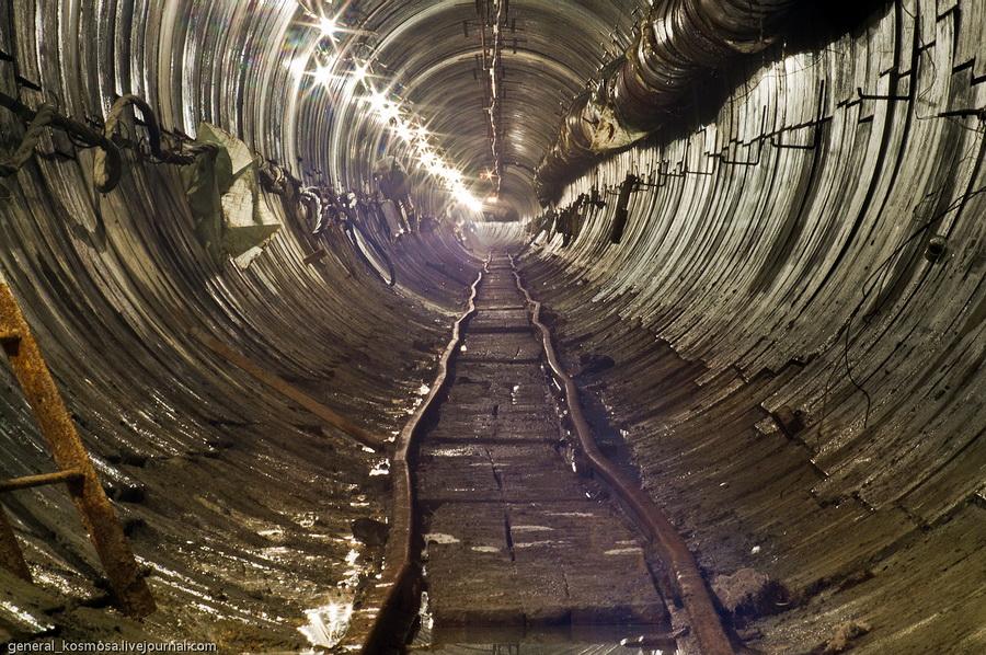 Киев, строящийся канализационный коллектор, 2011| 15сек., f/22, ISO 200, ФР 200мм | рабочее освещение
