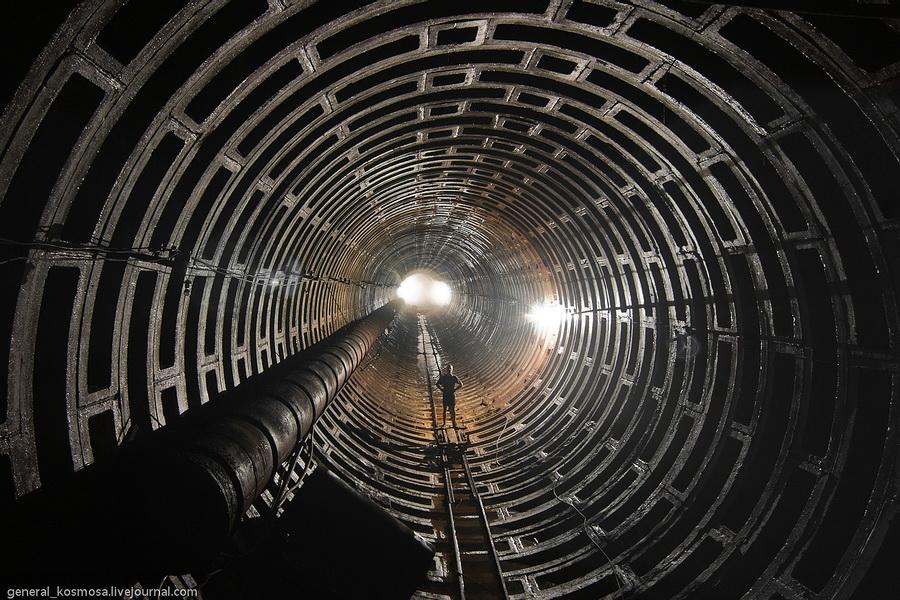 Киев, недостроенный туннель метро, 2011| 30сек., f/16, ISO 200, ФР 16мм | рабочее освещение
