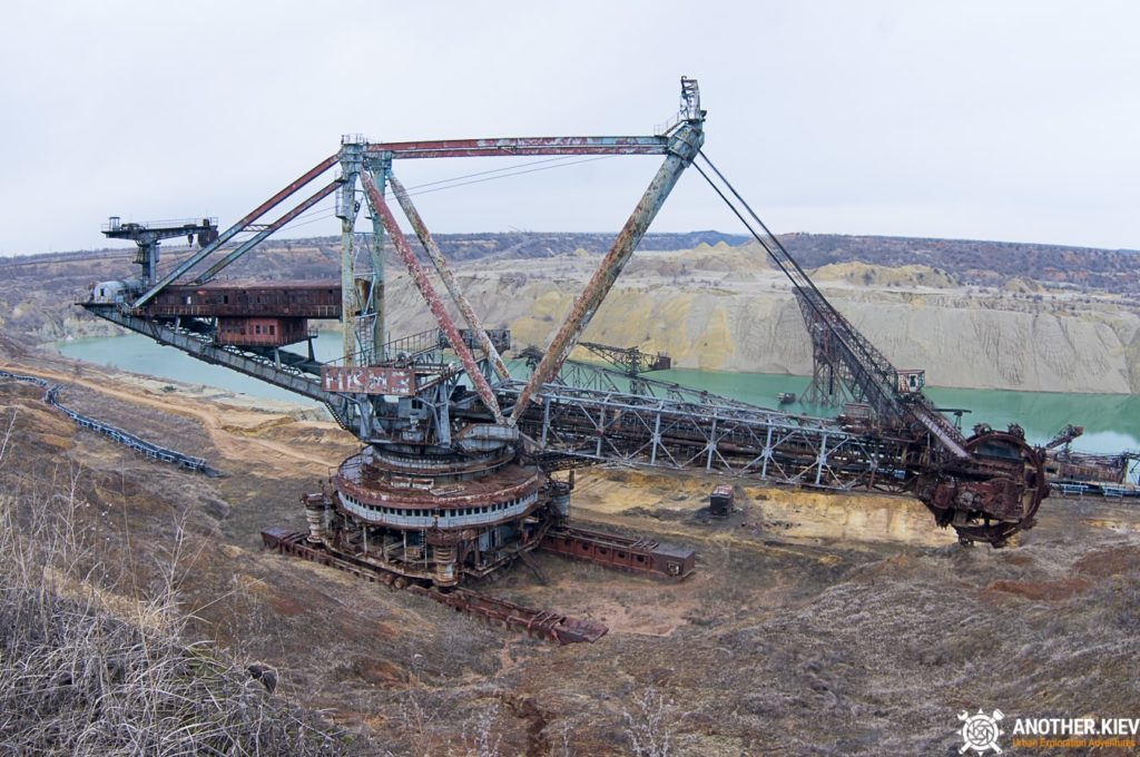 abandoned-mine-diggers-ukraine-6111-min-1024x680 ABANDONED OPENCAST MINES IN UKRAINE: SOVIET IRON DINOSOURUS