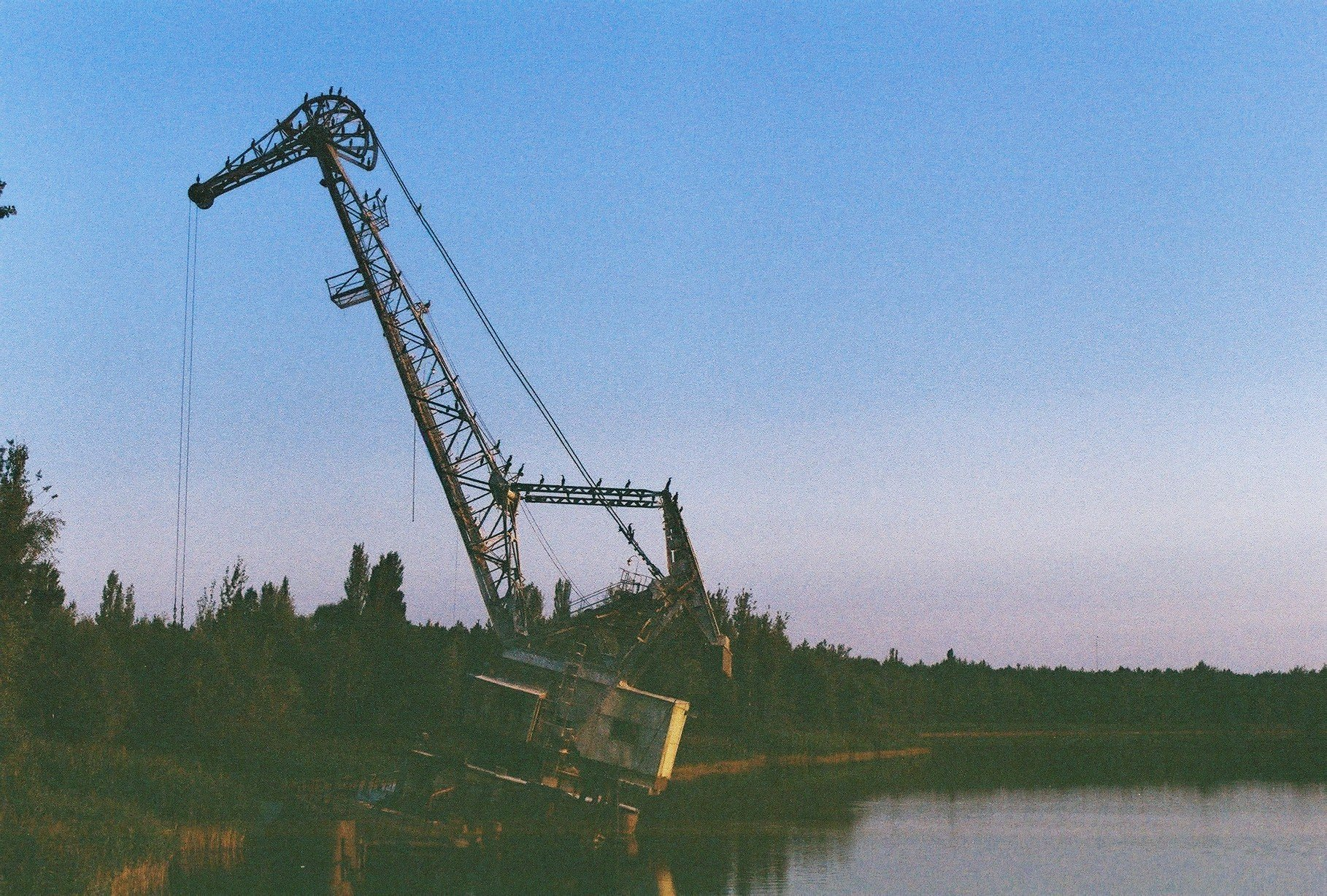 river harbour crane