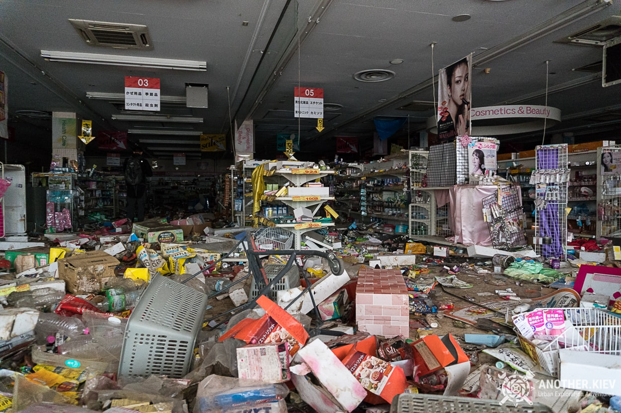 inside abandoned supermarket in fukushima