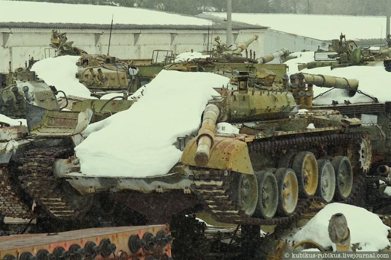 kladbishe_tankov1-min IMPRESSIVE TWO TANK GRAVEYARDS IN UKRAINE