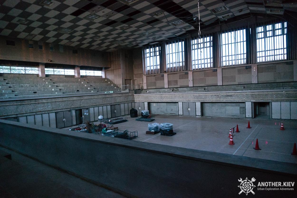 sportcomplex-futaba Поход в заброшенный город Футаба, зона отчуждения Фукусимы