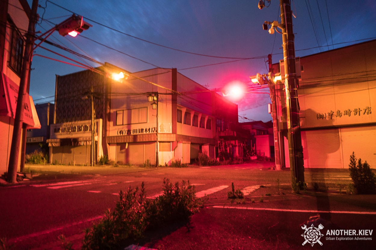traffic lights in abandoned town Okuma, red zone Fukushima exploring