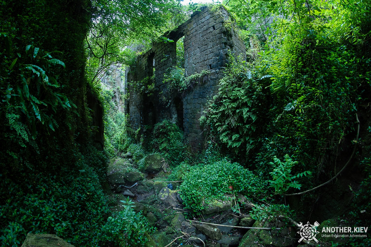 exploring-sorrento-abandoned-mill THE LOST WORLD IN THE BOWELS OF THE TOWN SORRENTO. ITALY