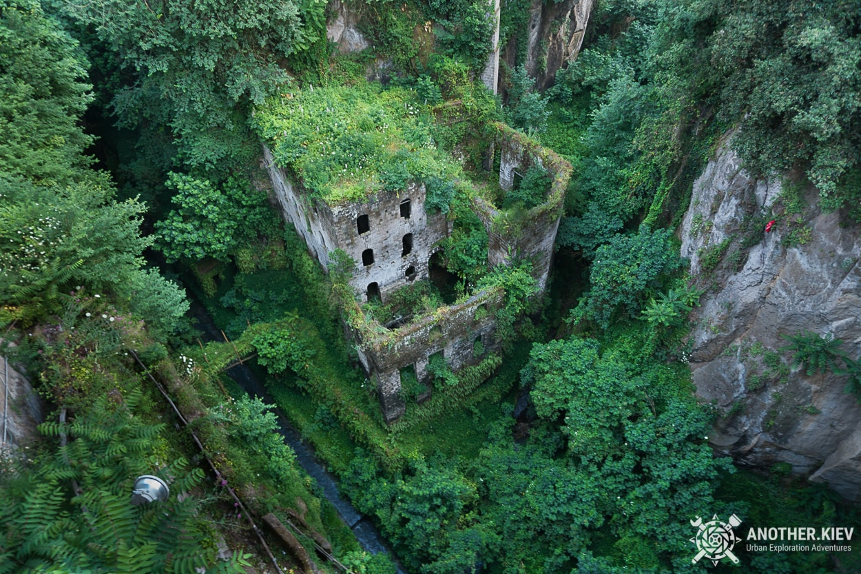 sorrento-abandoned-mill THE LOST WORLD IN THE BOWELS OF THE TOWN SORRENTO. ITALY