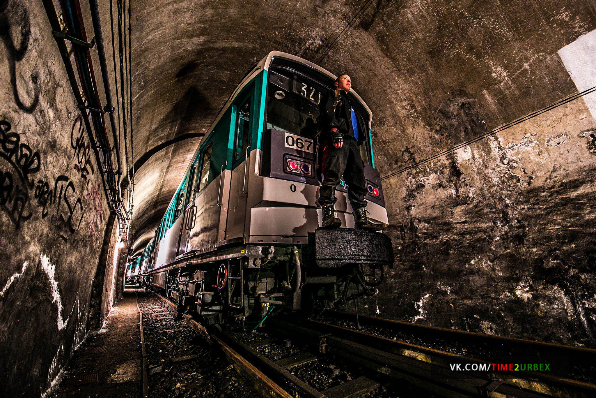 1-1 7 GHOST STATIONS OF THE PARIS METRO AND HOW TO GET INTO THE ILLEGALLY + UNUSUAL TUNNELS + RER