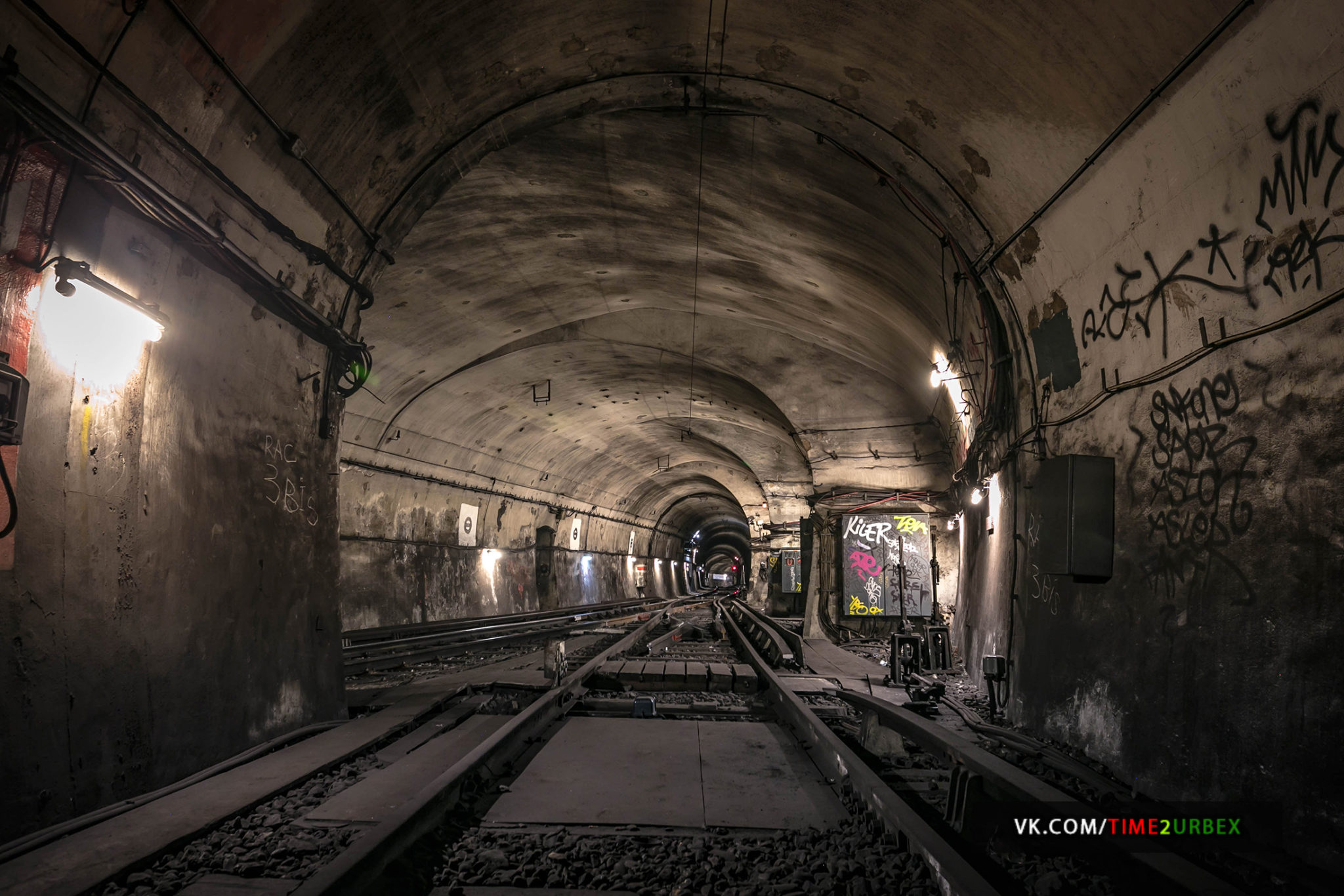 2-1 7 GHOST STATIONS OF THE PARIS METRO AND HOW TO GET INTO THE ILLEGALLY + UNUSUAL TUNNELS + RER