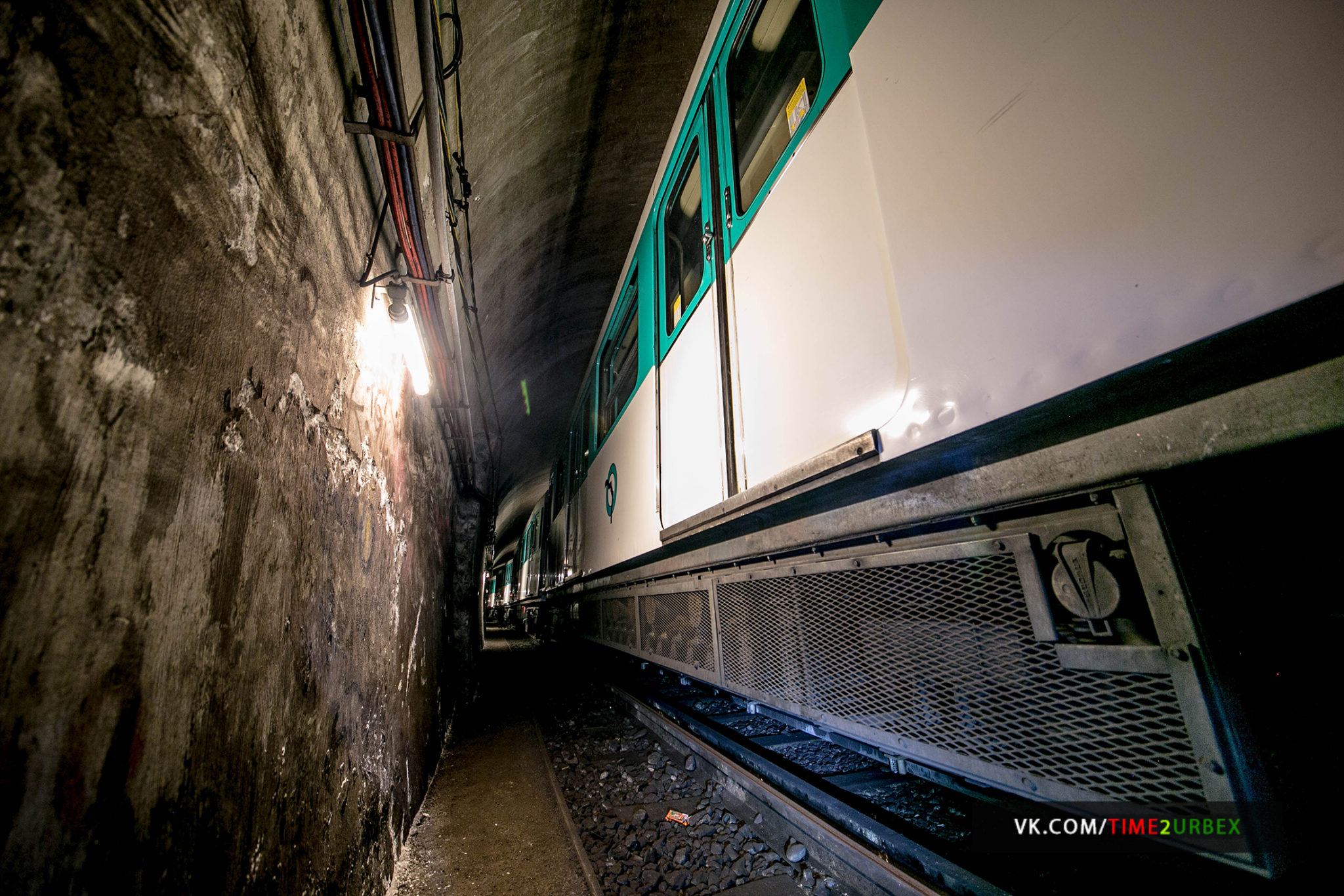 3-1 7 GHOST STATIONS OF THE PARIS METRO AND HOW TO GET INTO THE ILLEGALLY + UNUSUAL TUNNELS + RER