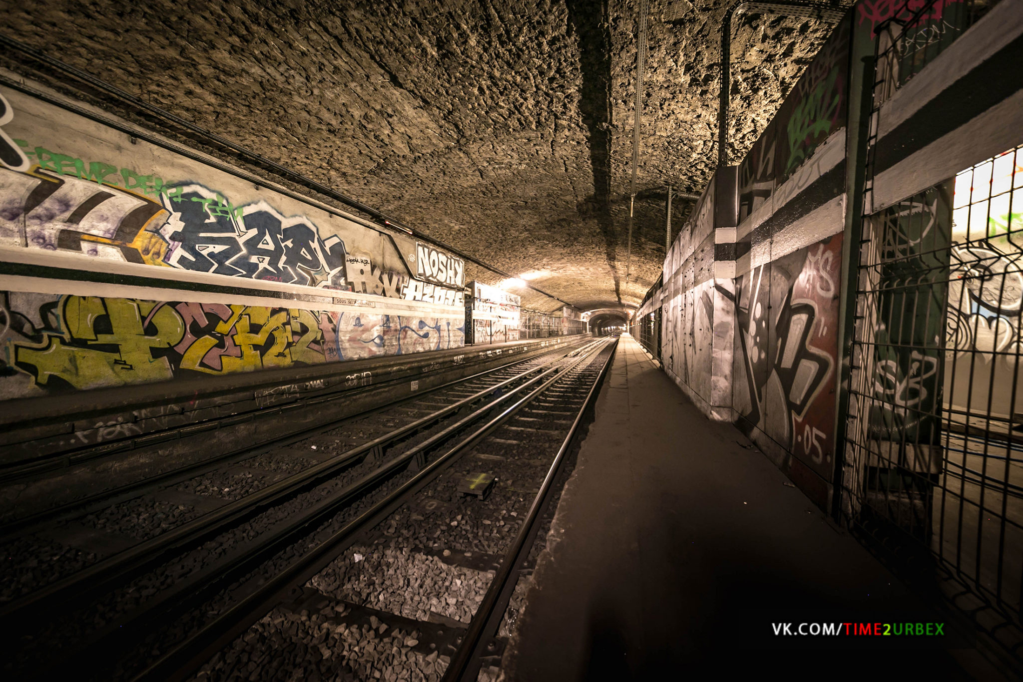 31-1 7 GHOST STATIONS OF THE PARIS METRO AND HOW TO GET INTO THE ILLEGALLY + UNUSUAL TUNNELS + RER