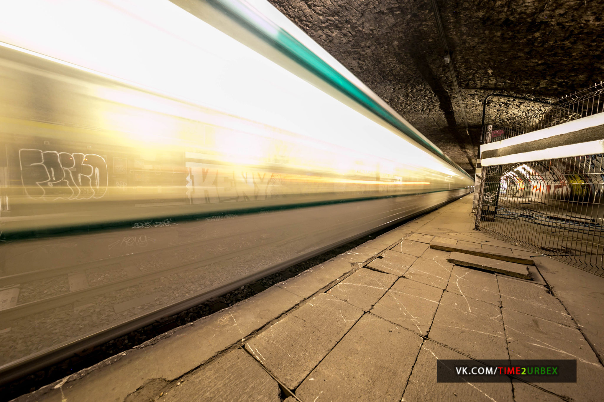 33 7 GHOST STATIONS OF THE PARIS METRO AND HOW TO GET INTO THE ILLEGALLY + UNUSUAL TUNNELS + RER