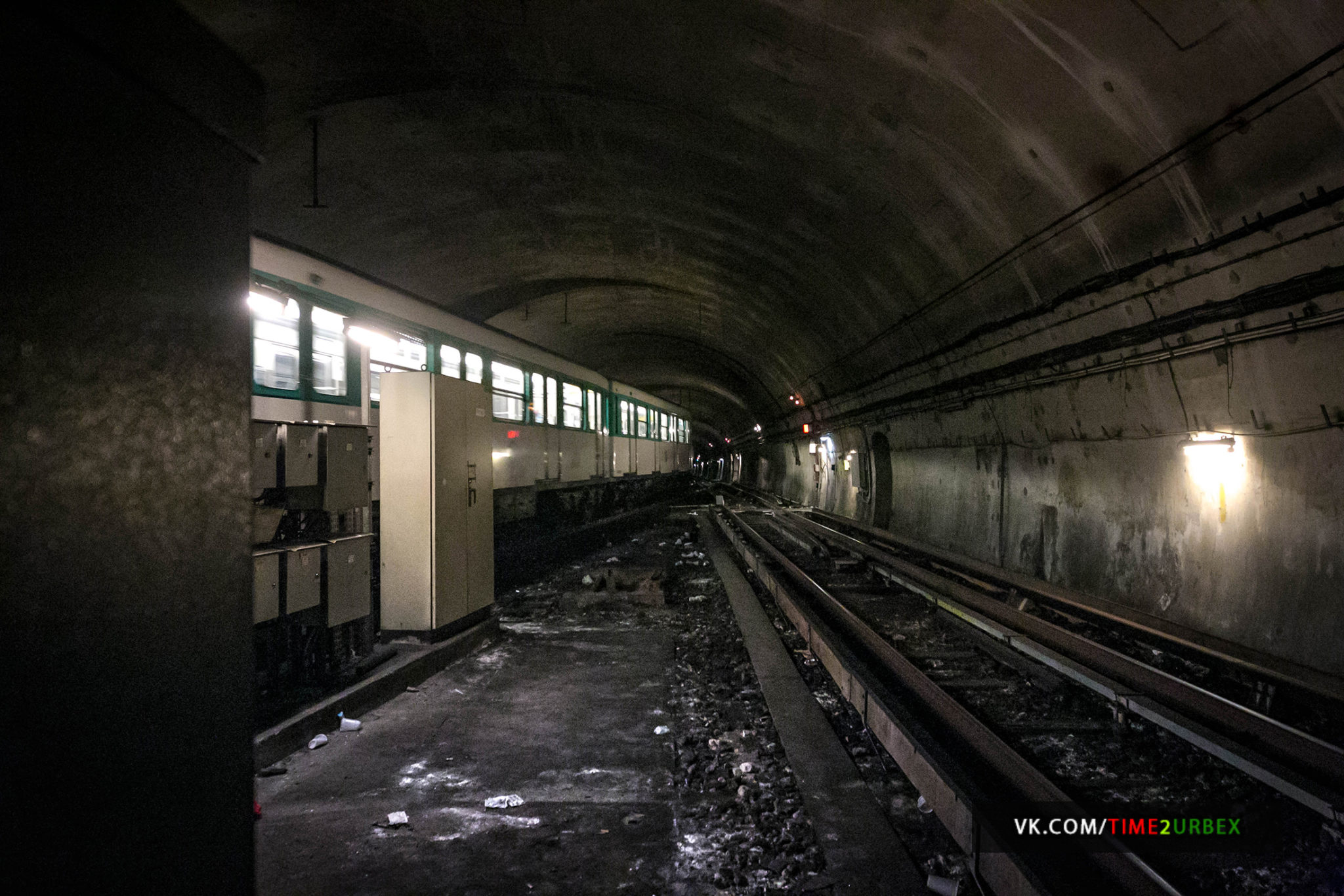 50 7 GHOST STATIONS OF THE PARIS METRO AND HOW TO GET INTO THE ILLEGALLY + UNUSUAL TUNNELS + RER