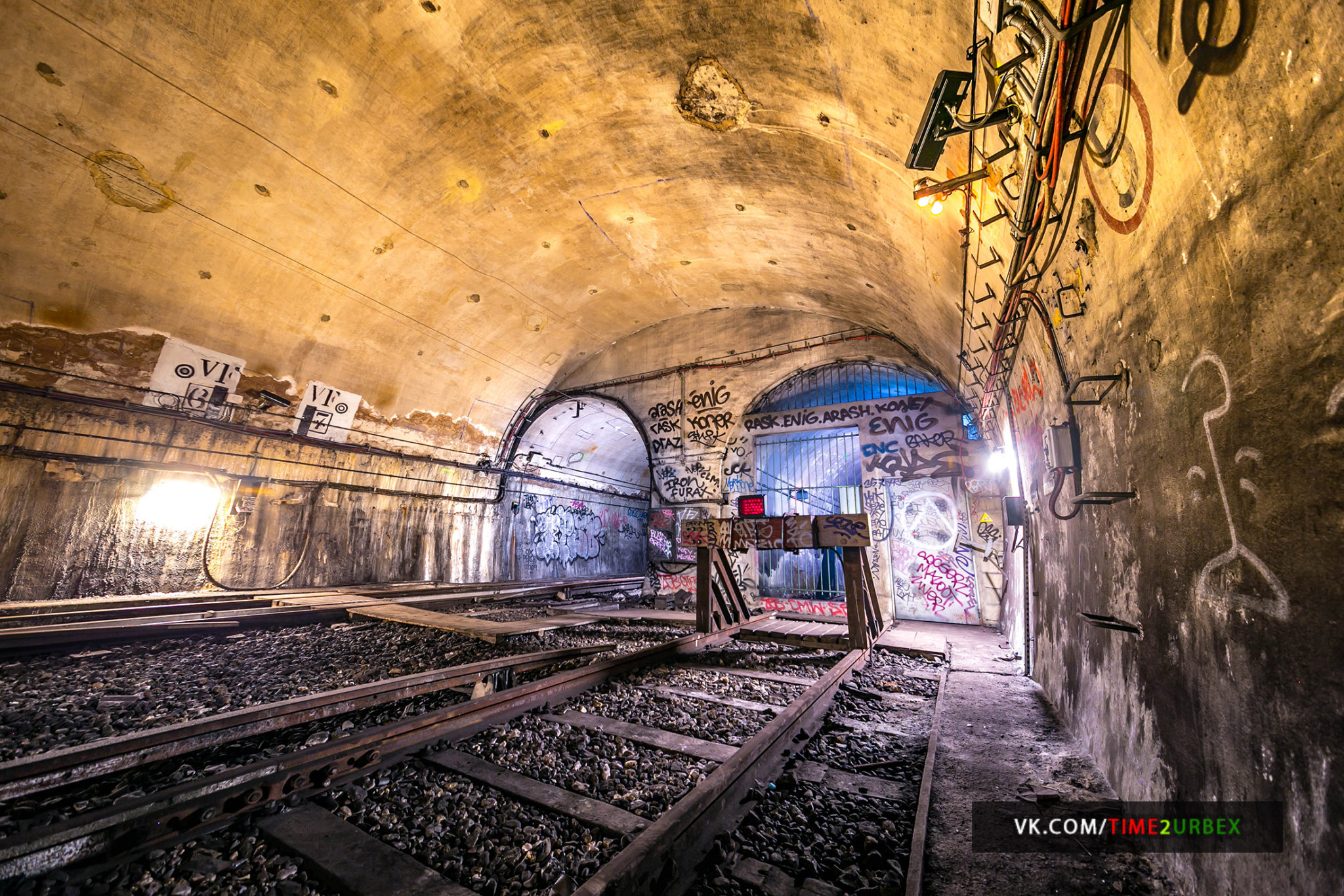 55 7 GHOST STATIONS OF THE PARIS METRO AND HOW TO GET INTO THE ILLEGALLY + UNUSUAL TUNNELS + RER