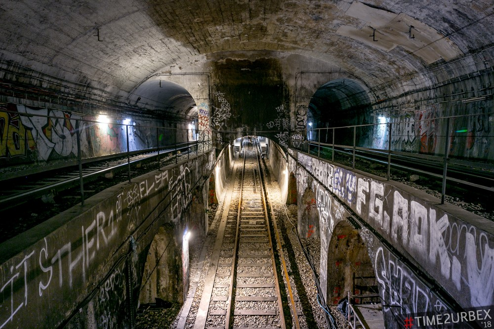 8-1 7 GHOST STATIONS OF THE PARIS METRO AND HOW TO GET INTO THE ILLEGALLY + UNUSUAL TUNNELS + RER