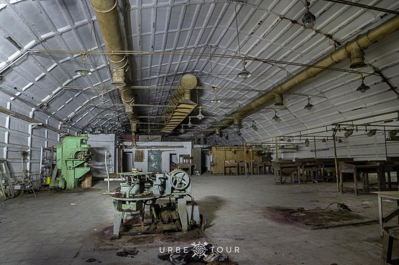 polican-communist-wearpon-underground-plant-12 Поличан: секретный военный бункер-завод коммунистов в горах Албании
