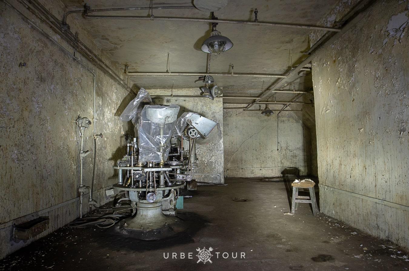 polican-communist-wearpon-underground-plant-13 Поличан: секретный военный бункер-завод коммунистов в горах Албании