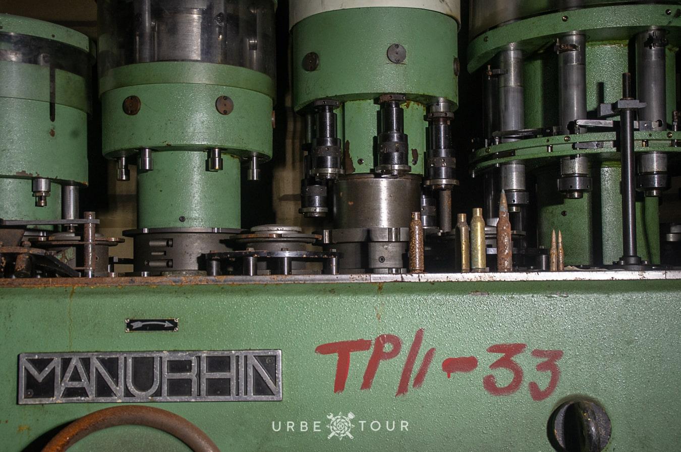 polican-communist-wearpon-underground-plant-28 Поличан: секретный военный бункер-завод коммунистов в горах Албании