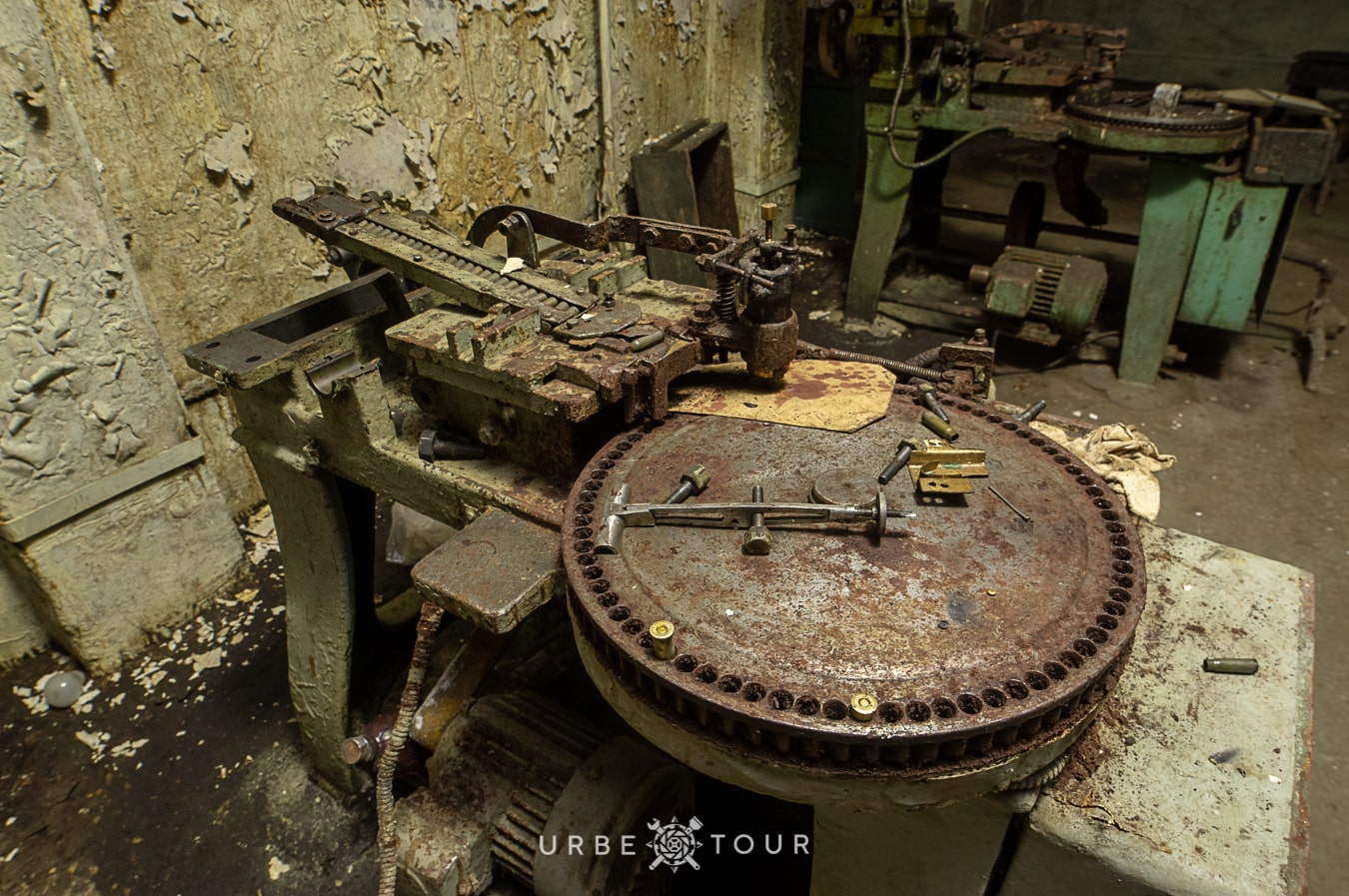 polican-communist-wearpon-underground-plant-42 Поличан: секретный военный бункер-завод коммунистов в горах Албании