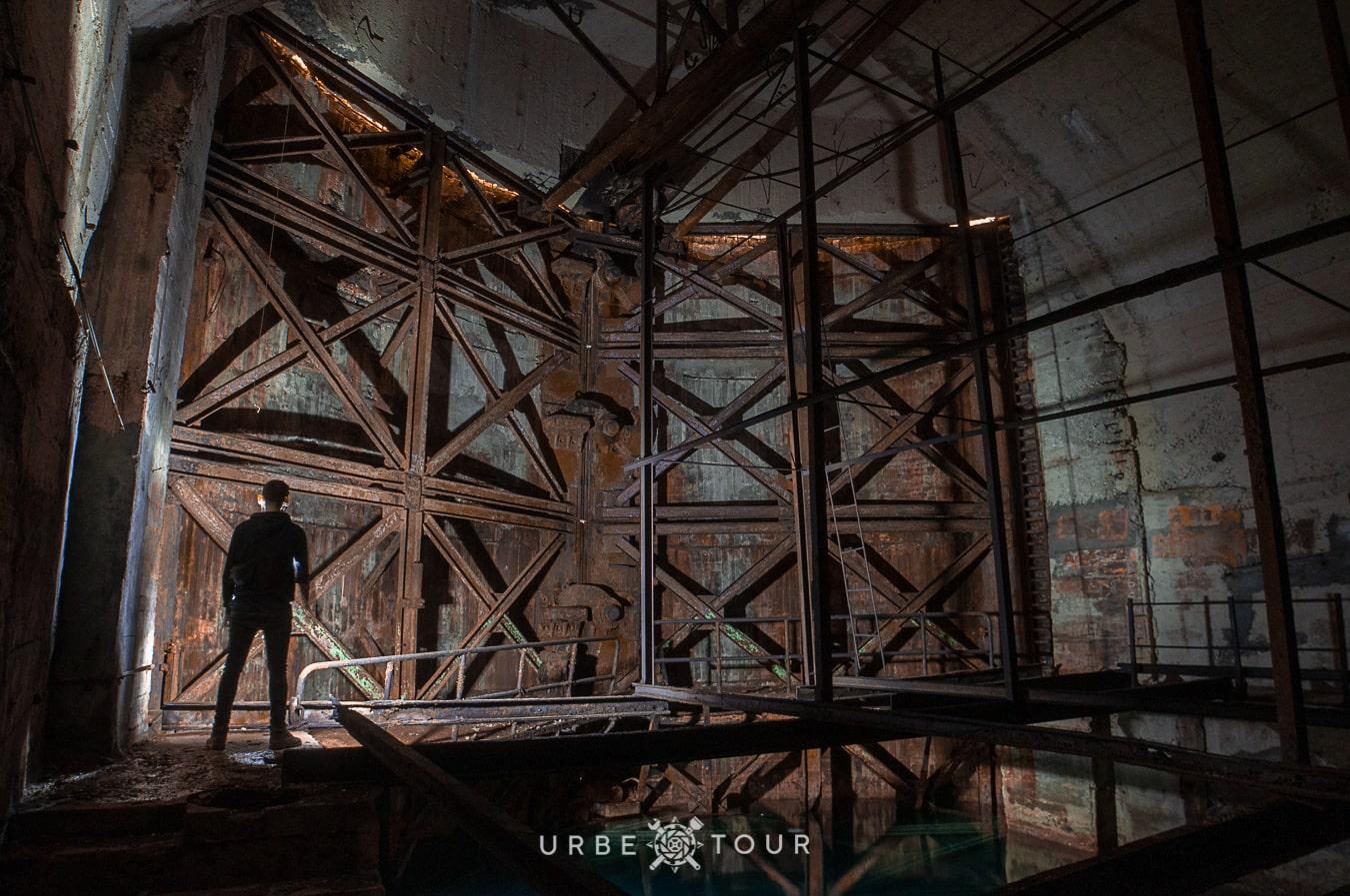 blast resustant submarine gate in underground base