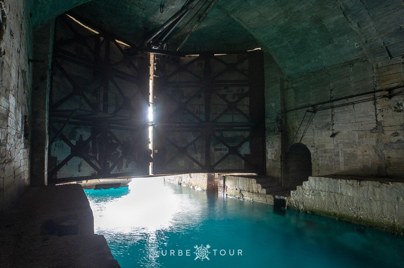 porto-palermo-submarine-base-albania-6-1 Подземная база для подводных лодок в Порто Палермо, Албания