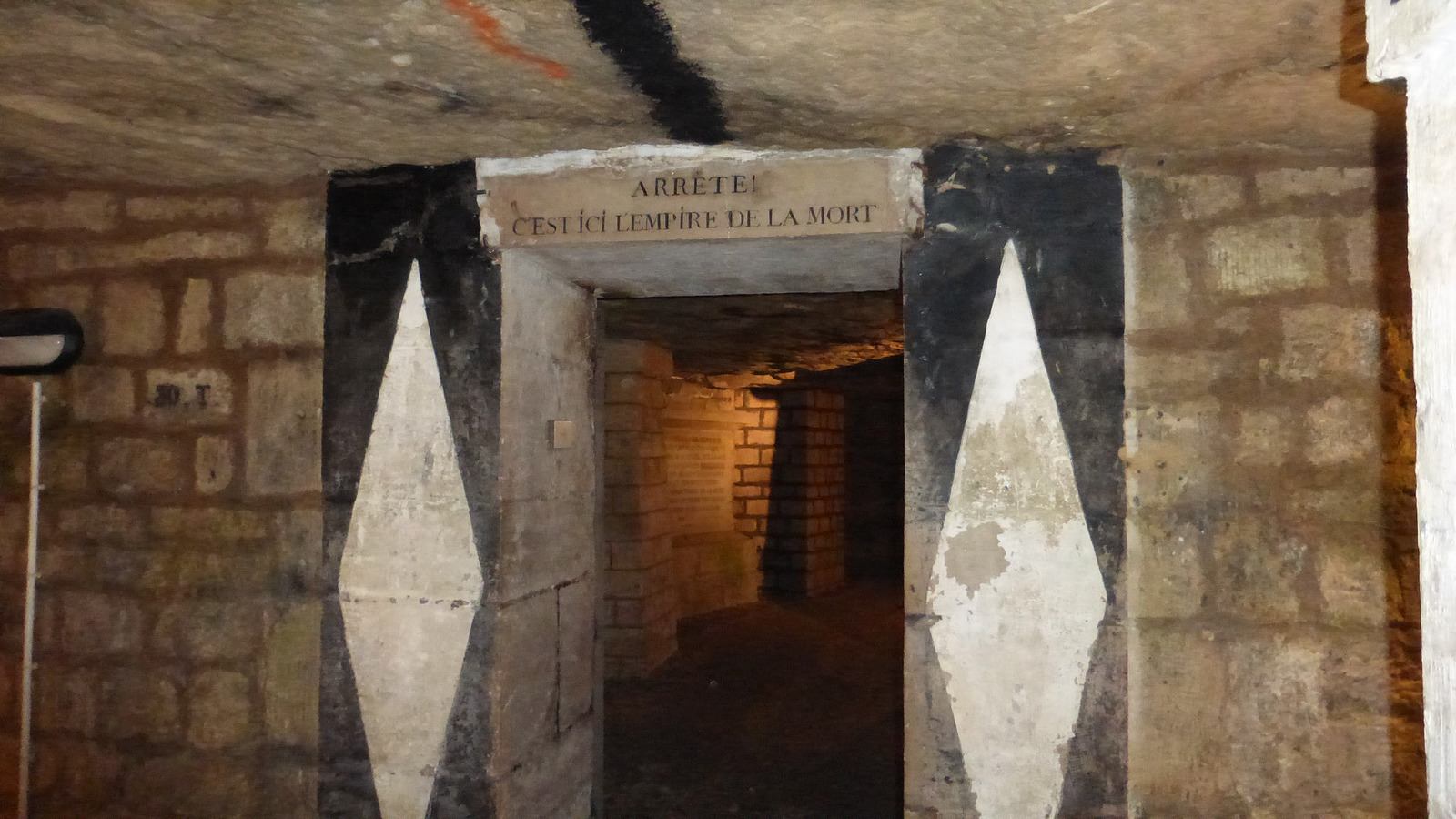 1 Парижские катакомбы: мертвые помнят все