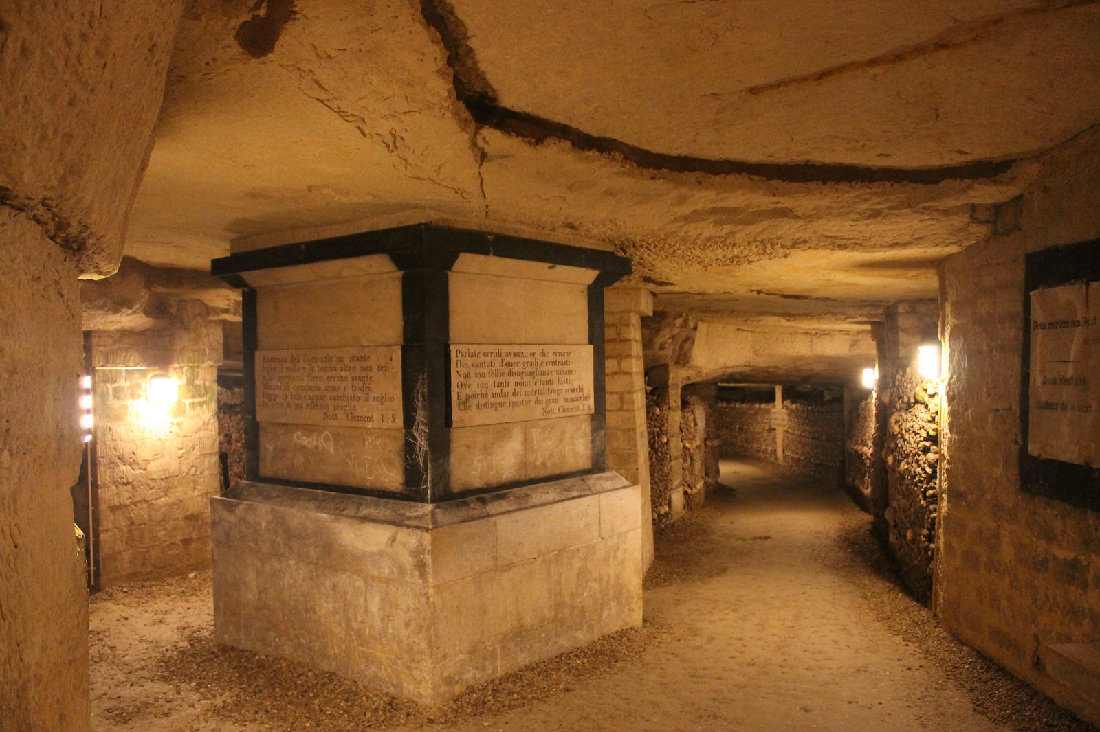 2 Parisian catacombs: dead remember everything