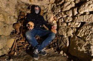 33257378-300x199 Parisian catacombs: dead remember everything