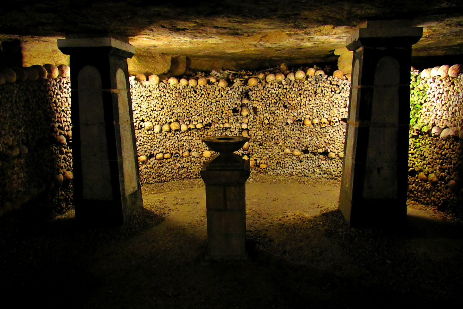 4 Parisian catacombs: dead remember everything