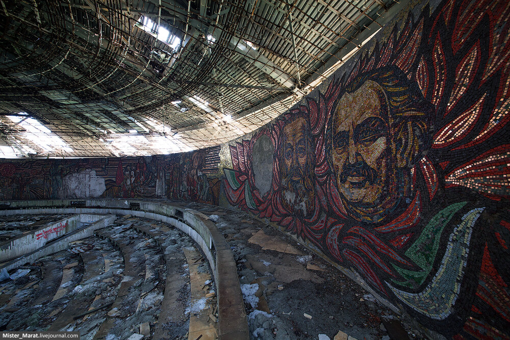 IMG_03980 Communist greetings from Buzludzha