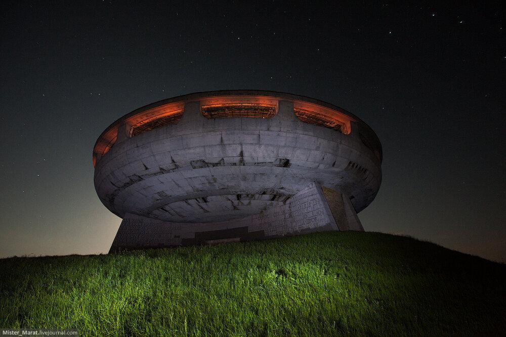 Памятник коммунизму в Бузлудже